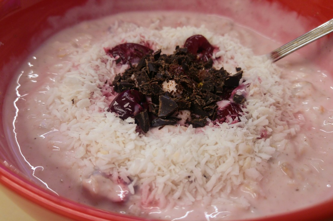 The Perfect Office Breakfast – 5 Minutes Porridge (no cooking) – Cherry andCoconut