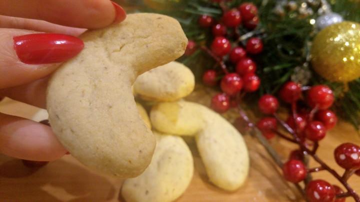 almond-crescent-cookies-3.jpg