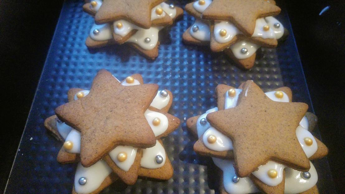 Assembling gingerbread Christmas trees
