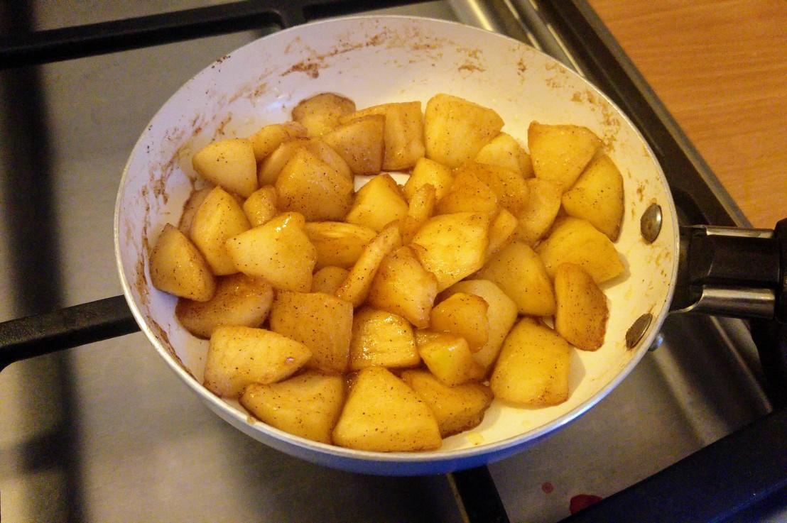 Caramelised Apples – Perfect For Desserts, Pancakes, Porridge (AndMore)