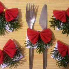 5 completed Christmas DIY cutlery bands