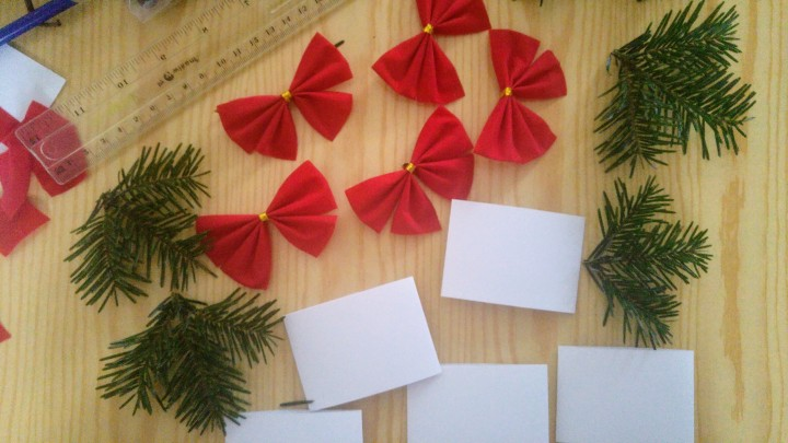 Paper bands, red bows and green twigs