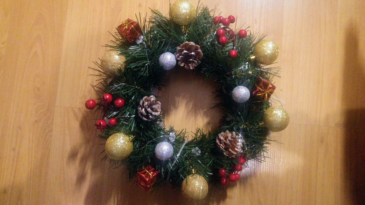 Christmas Home Decor DIY - Wreaths & Garlands