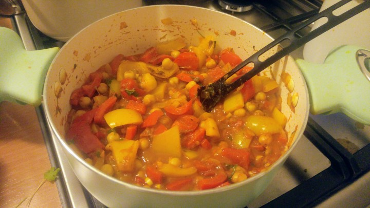 Chickpea, tomato and bell pepper curry in a pot
