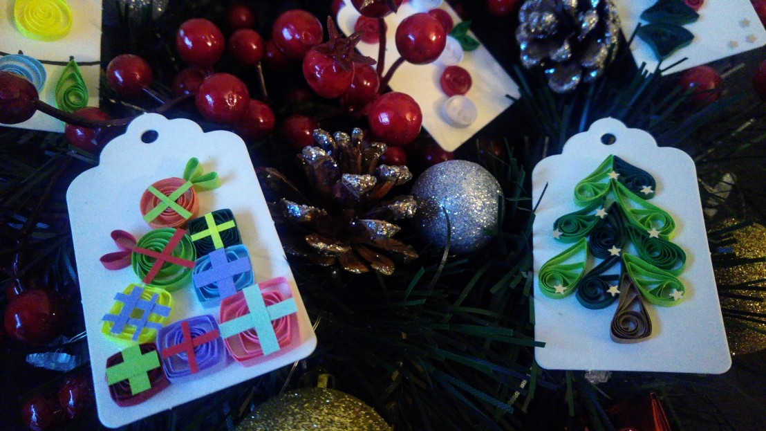 DIY handmade gift tags - a pile of presents and a Christmas tree