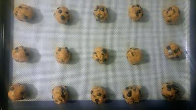 Flourless-chocolate-chip-peanut-butter-cookies-3.jpg
