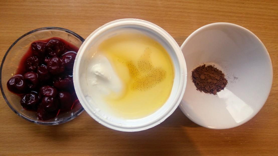 Ingredients for the healthy yoghurt parfait