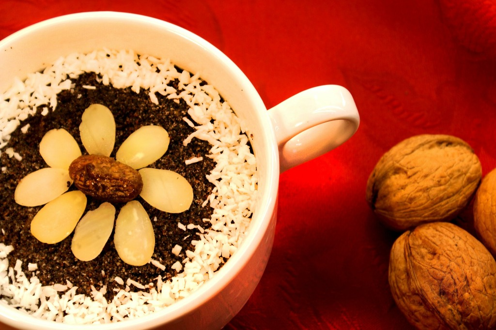 Makowki - poppy seed dessert in a mug