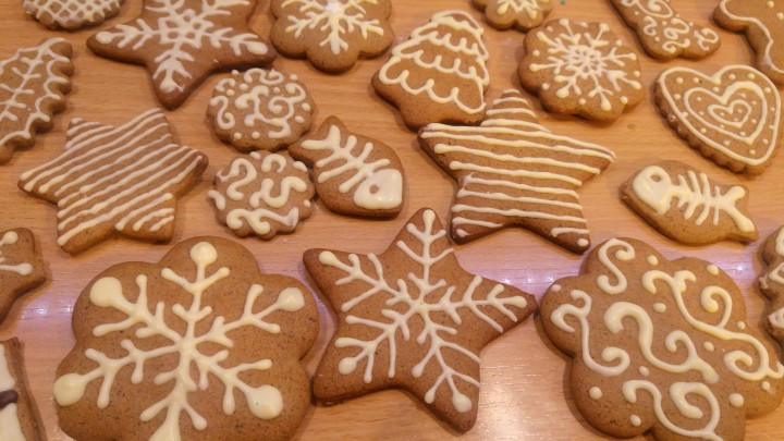 Gingerbread cookies decorated with white chocolate