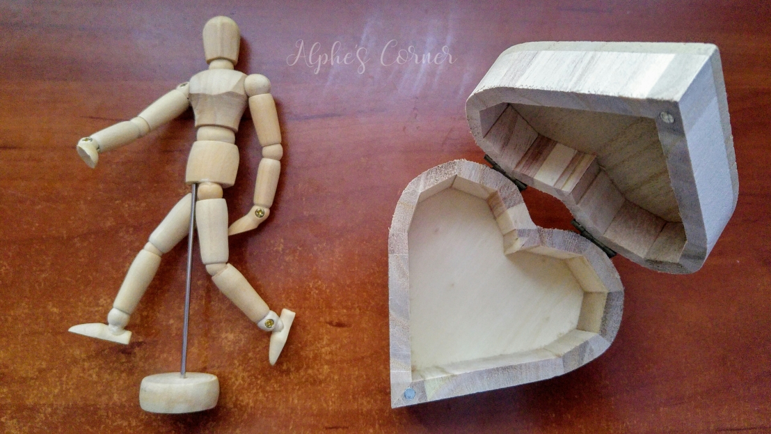 Aliexpress craft supplies - wooden box and wooden mannequin