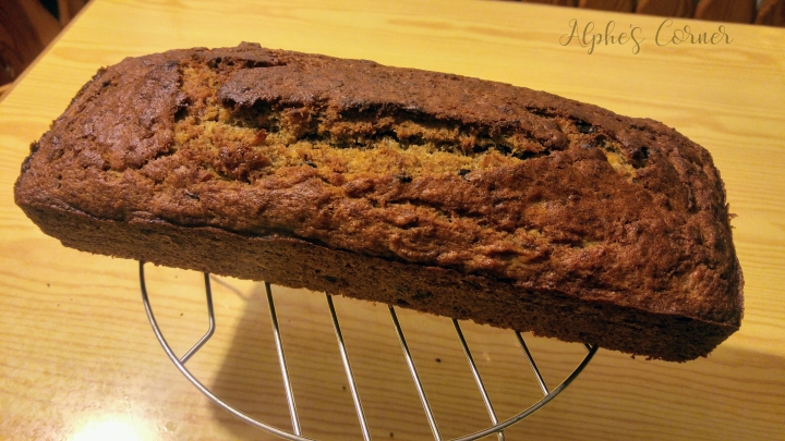 A loaf of banana bread on a cooling rack