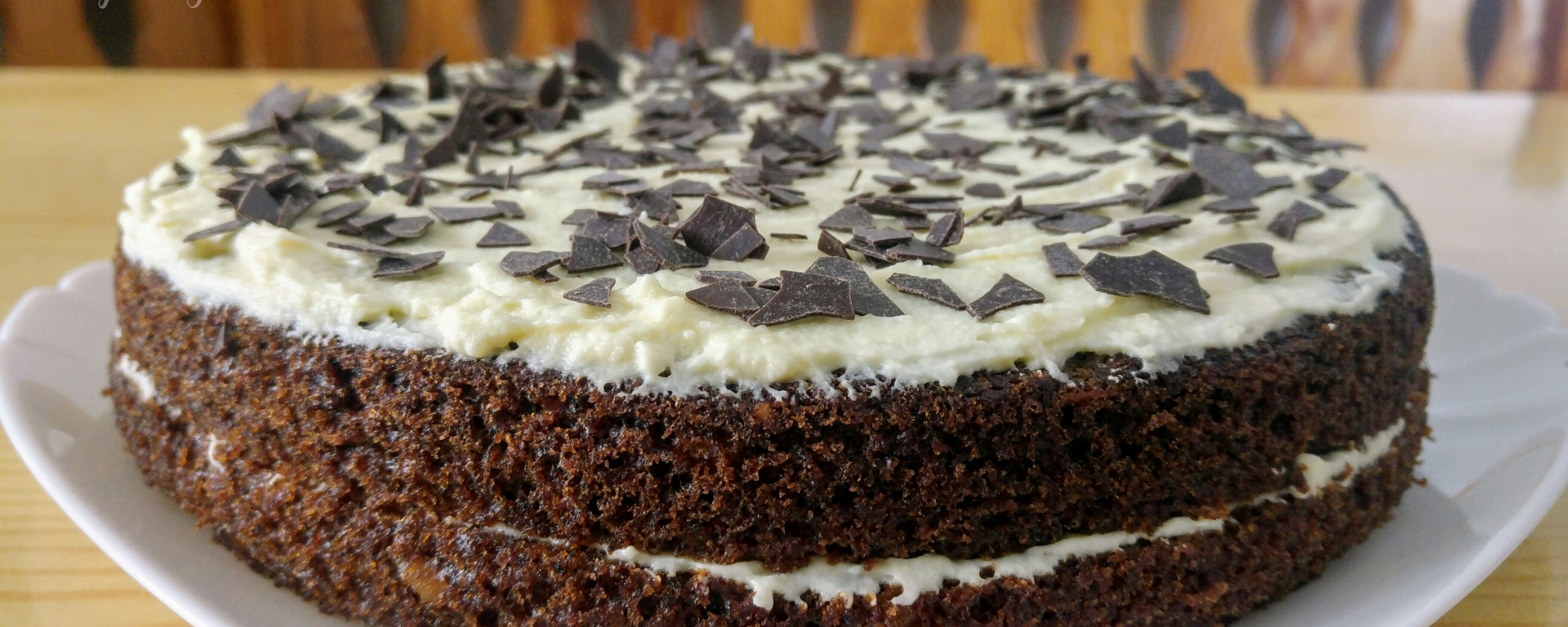 Finished white chocolate carrot cake, view from the side