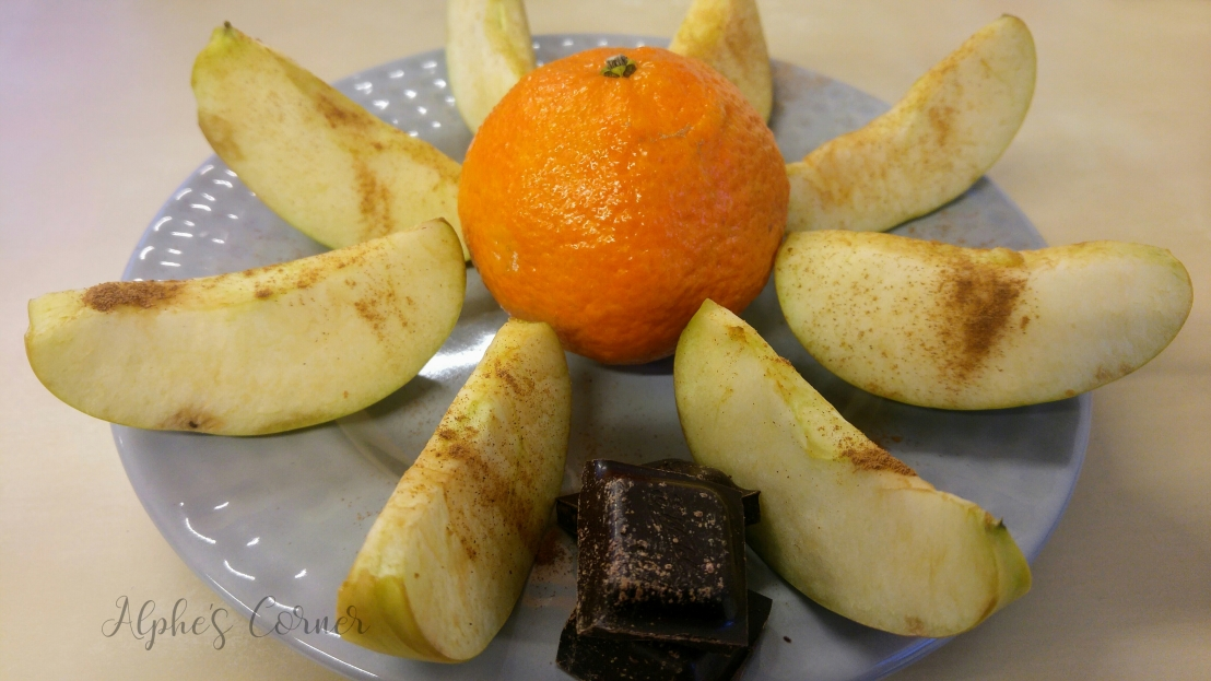 Healthy lunchbox - fruits and dark chocolate