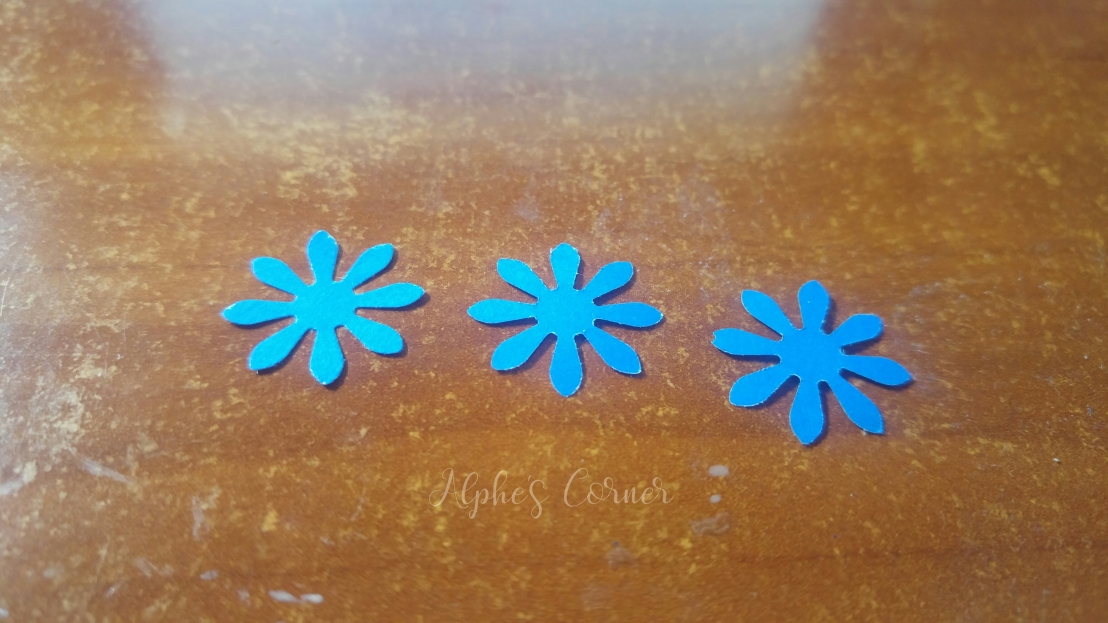 Mini paper flowers - three flowers from the flower punch