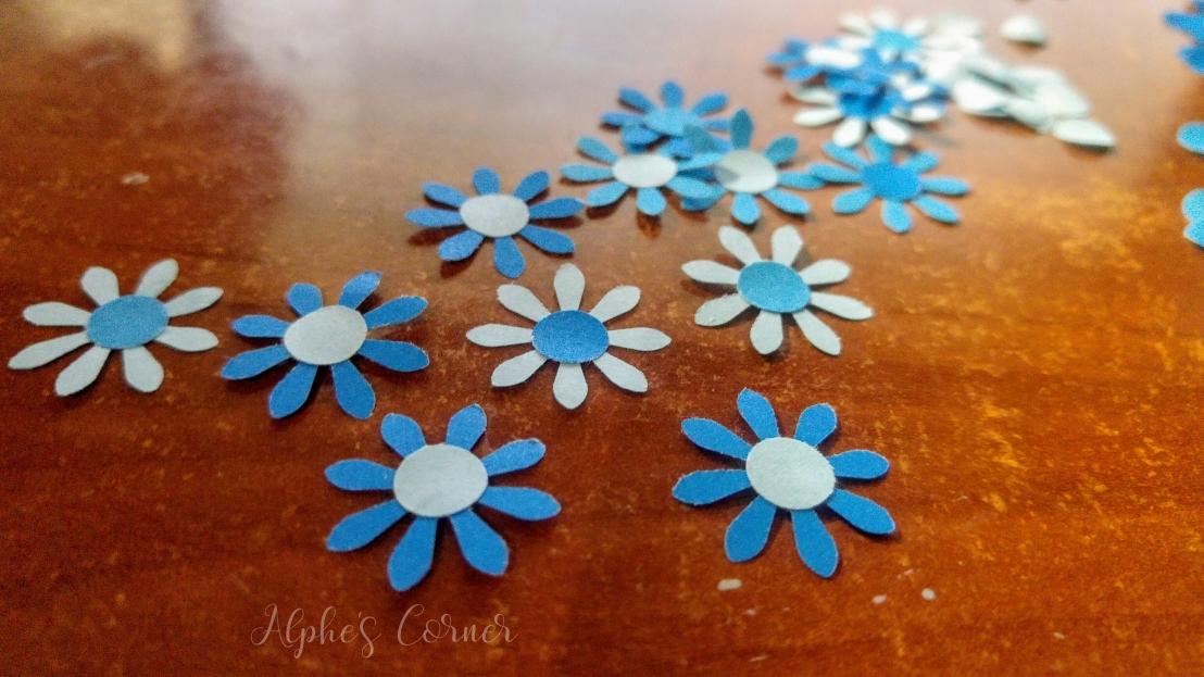 Simple DIY flower bookmarks - preparing the flowers