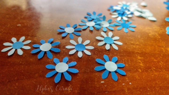 simple-bookmarks-flower-punch-3.jpg