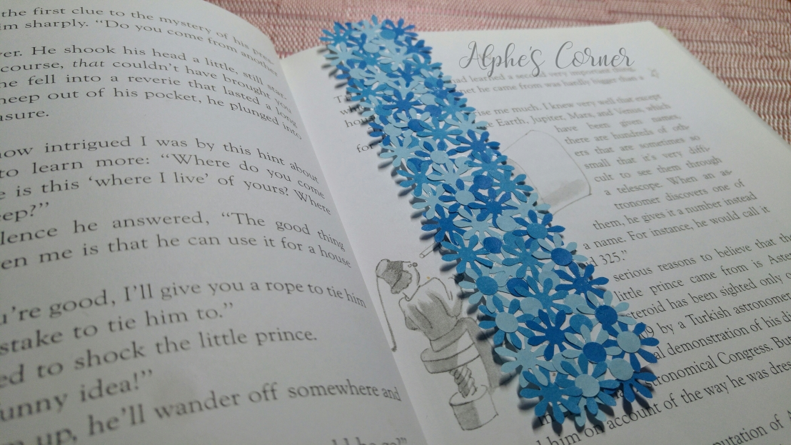 Simple DIY flower bookmarks - using the bookmark