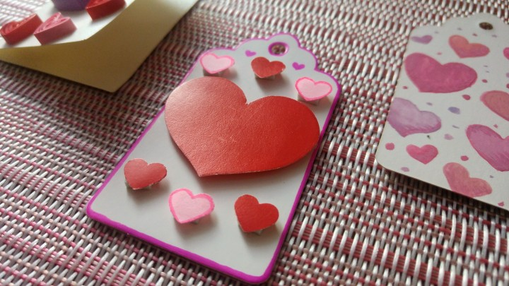 3 DIY Valentine gift tags - attached paper hearts