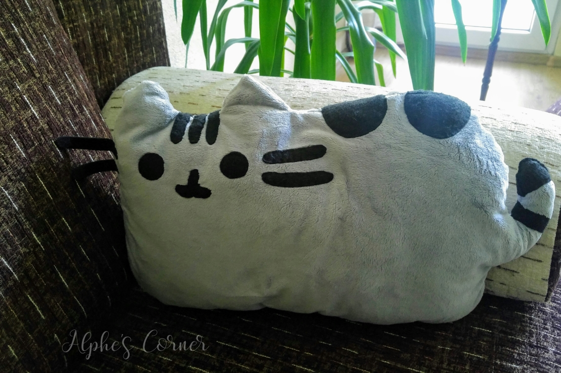 Pusheen Pillow DIY – ThrowbackCraft