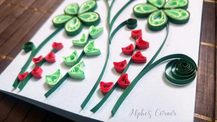 Green and red quilled flowers - papercraft