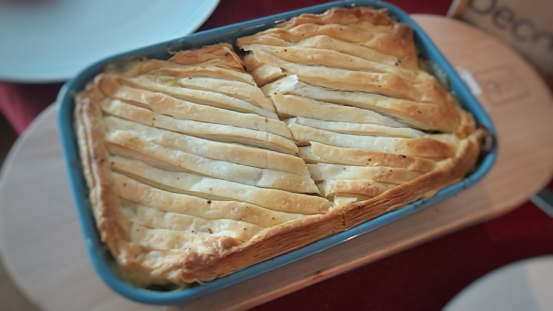Baked chicken and leek pie with puff pastry