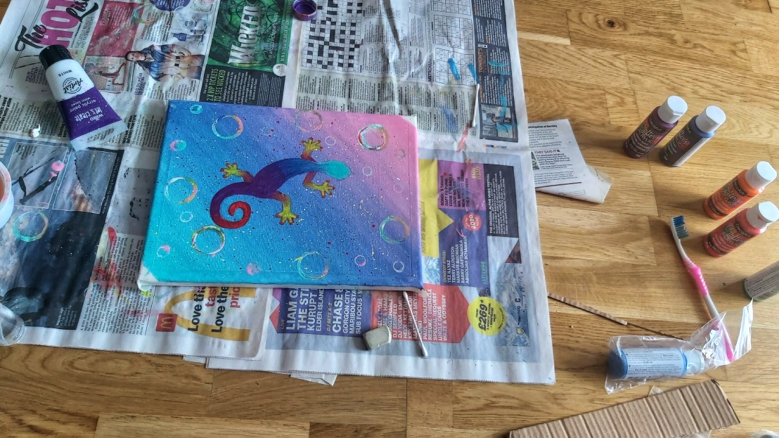 A canvas with teal, blue and pink gradient background and a gecko