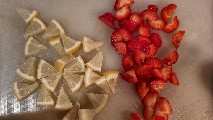 lemonade-strawberry-ice-cubes-1.jpeg