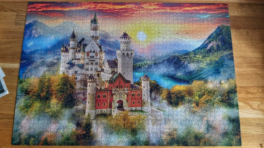 Home activities - jigsaw puzzles - 2000 piece castle completed