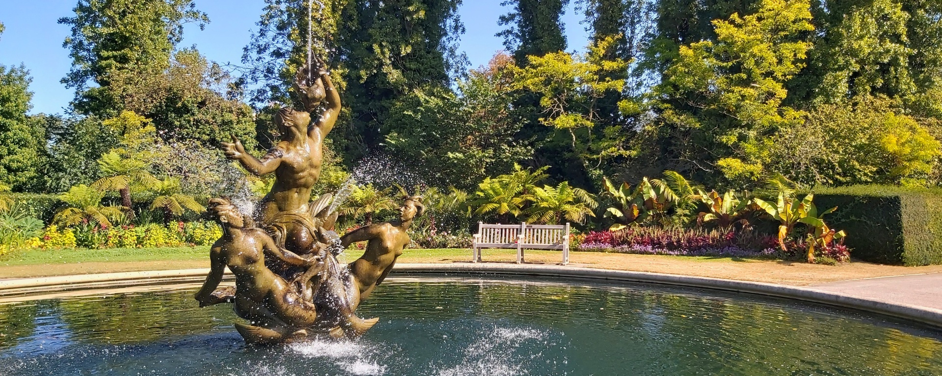 A big fountain in Regent's Park, London