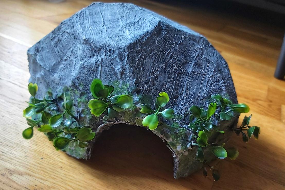 DIY Naturalistic ReptileHides