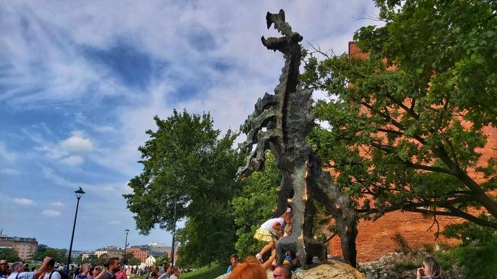 Cracow Trip - Wawel dragon statue