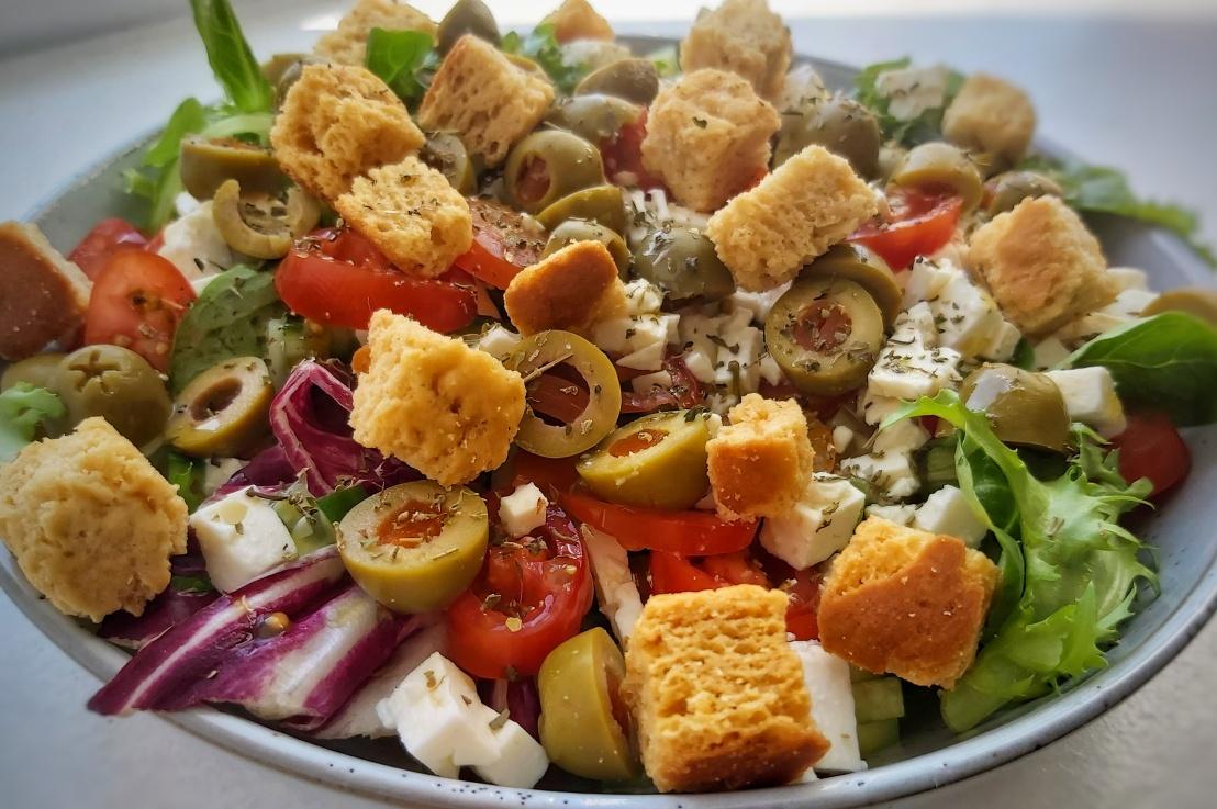 Greek Style Salad – Feta,Croutons