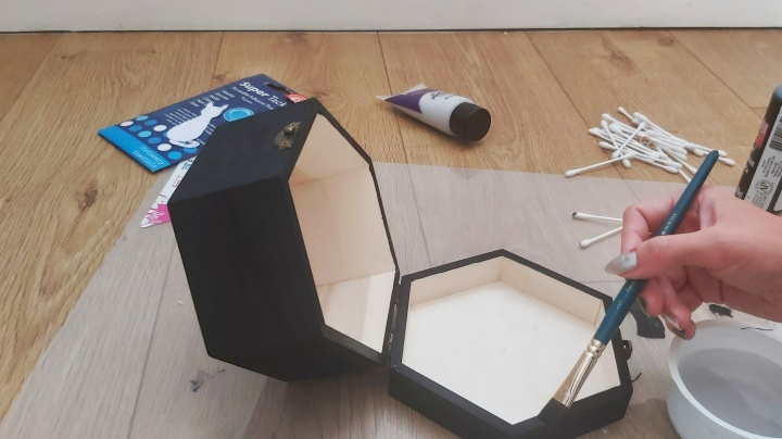 DIY Painted Wooden Box - Cat - painting the inside edge