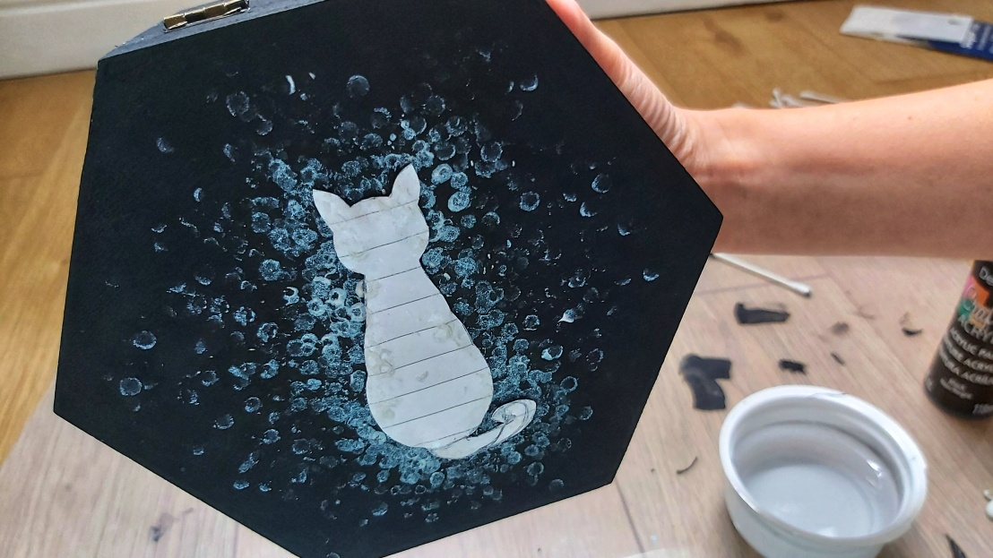 DIY Painted Wooden Box - Cat - dots around the cat on top lid