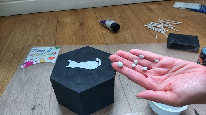 DIY Painted Wooden Box - Cat - pieces of adhesive putty