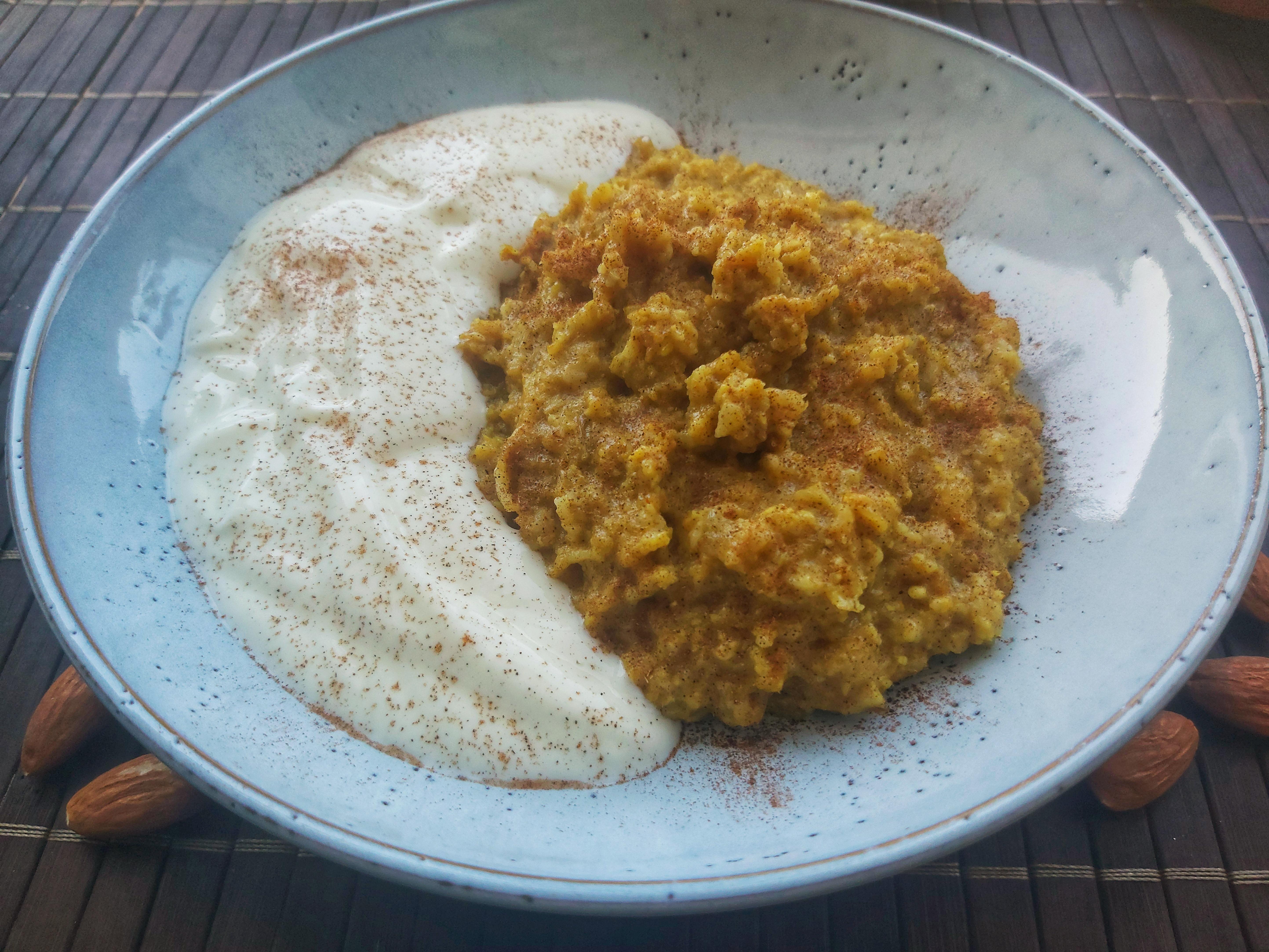 Turmeric Pear Porridge
